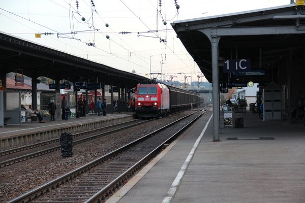 langer Güterzug auf den Weg in den Schwarzwald