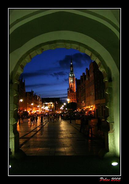 Langer Markt und Rathaus durch das grüne Tor