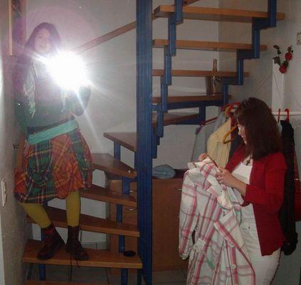 Langeweile im Treppenhaus