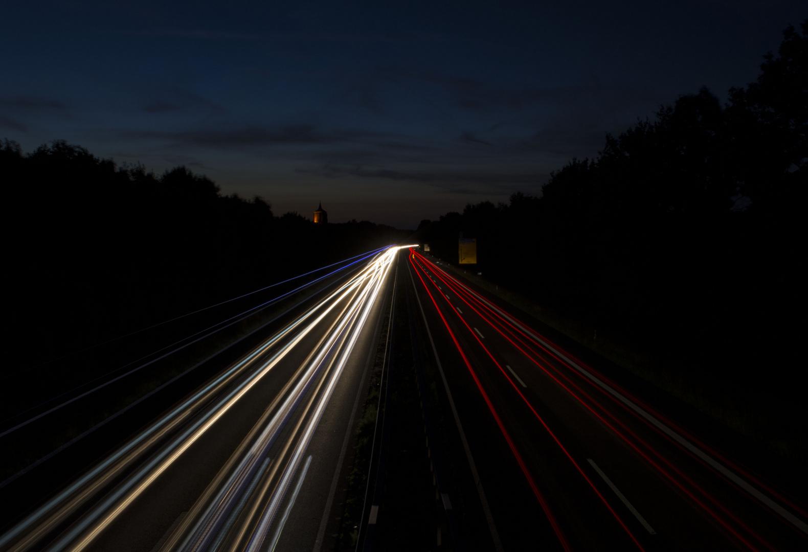 Langzeitbelichtung auf der Bundesstraße