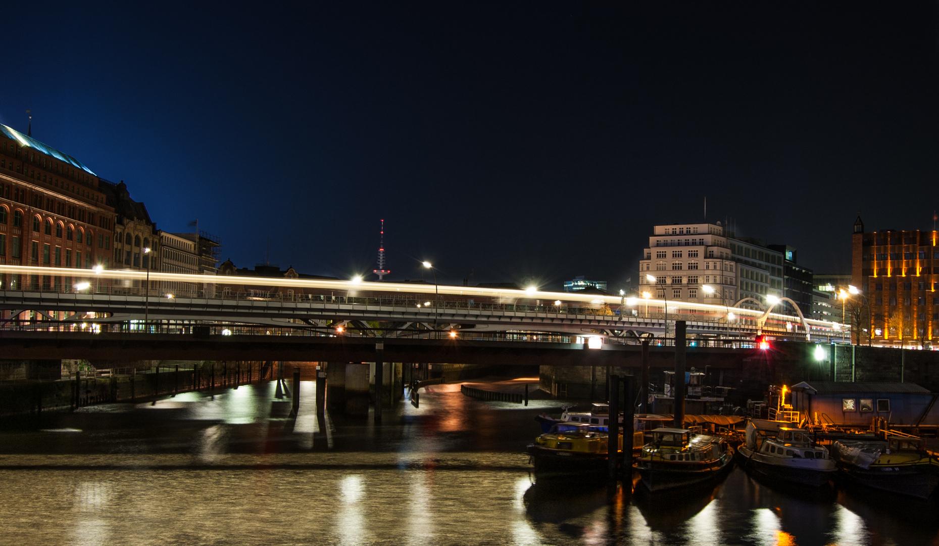 Langzeitbelichtung Hamburg, Anfahrt vor Landungsbrücken