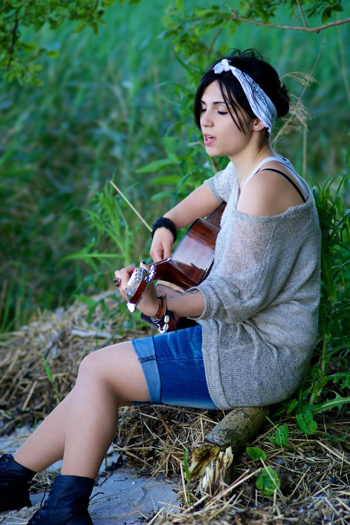 Lara singing