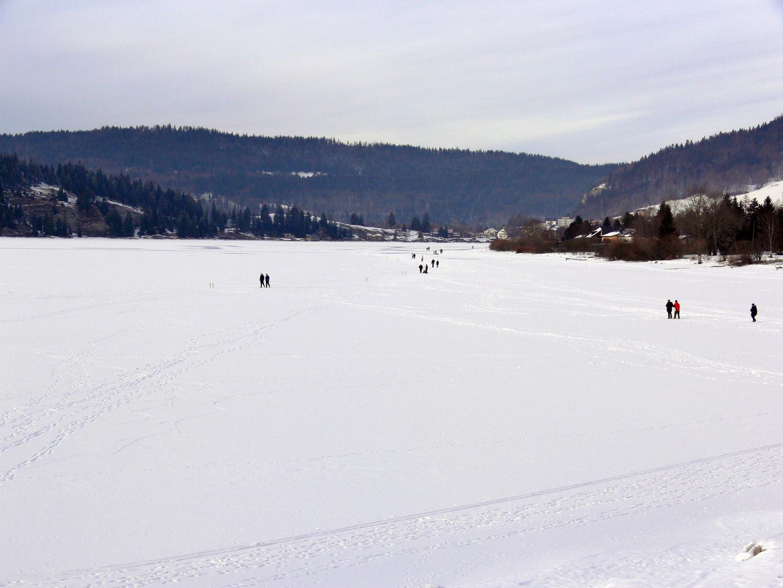 l'art et la manière de trouver un raccourci........Vive l'hiver et les lacs gelés.
