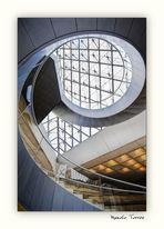 Las escaleras del Louvre