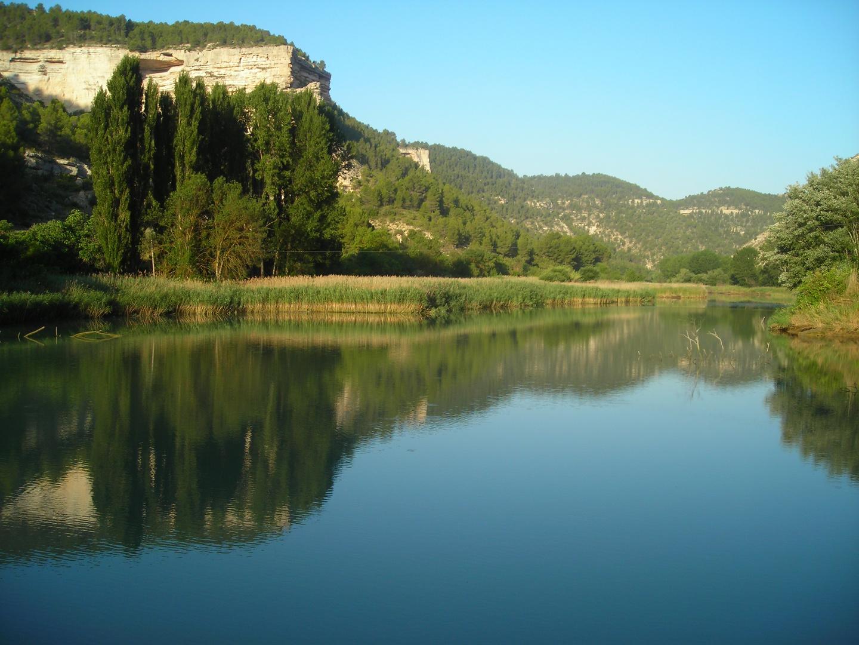 Las tranquilas aguas del Río Júcar a su paso por Tolosa (Alcalá del Júcar)