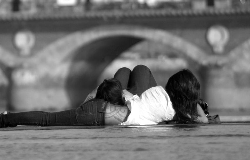 Lascives devant le pont de pierre