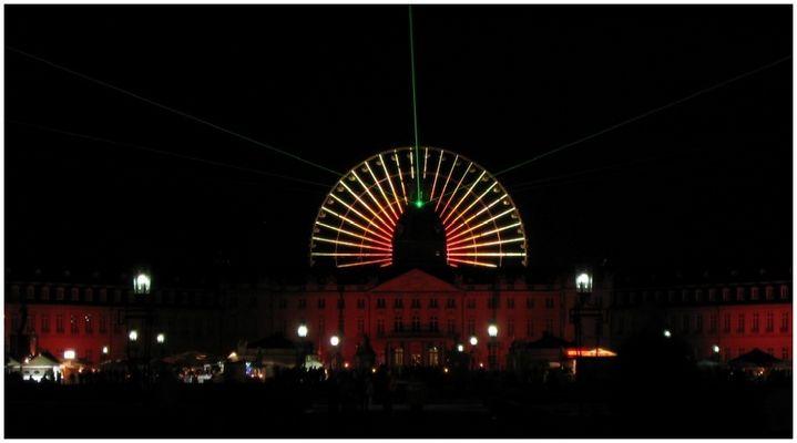 Laserfächer über Karlsruhe