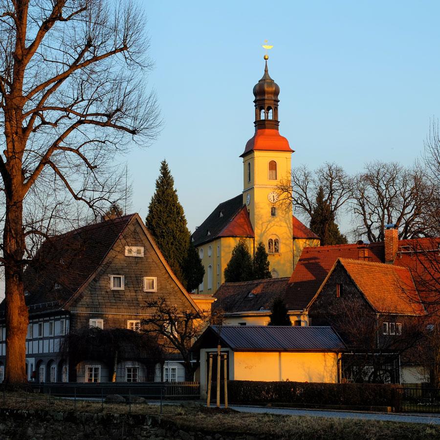 Lass die Kirche im Dorf