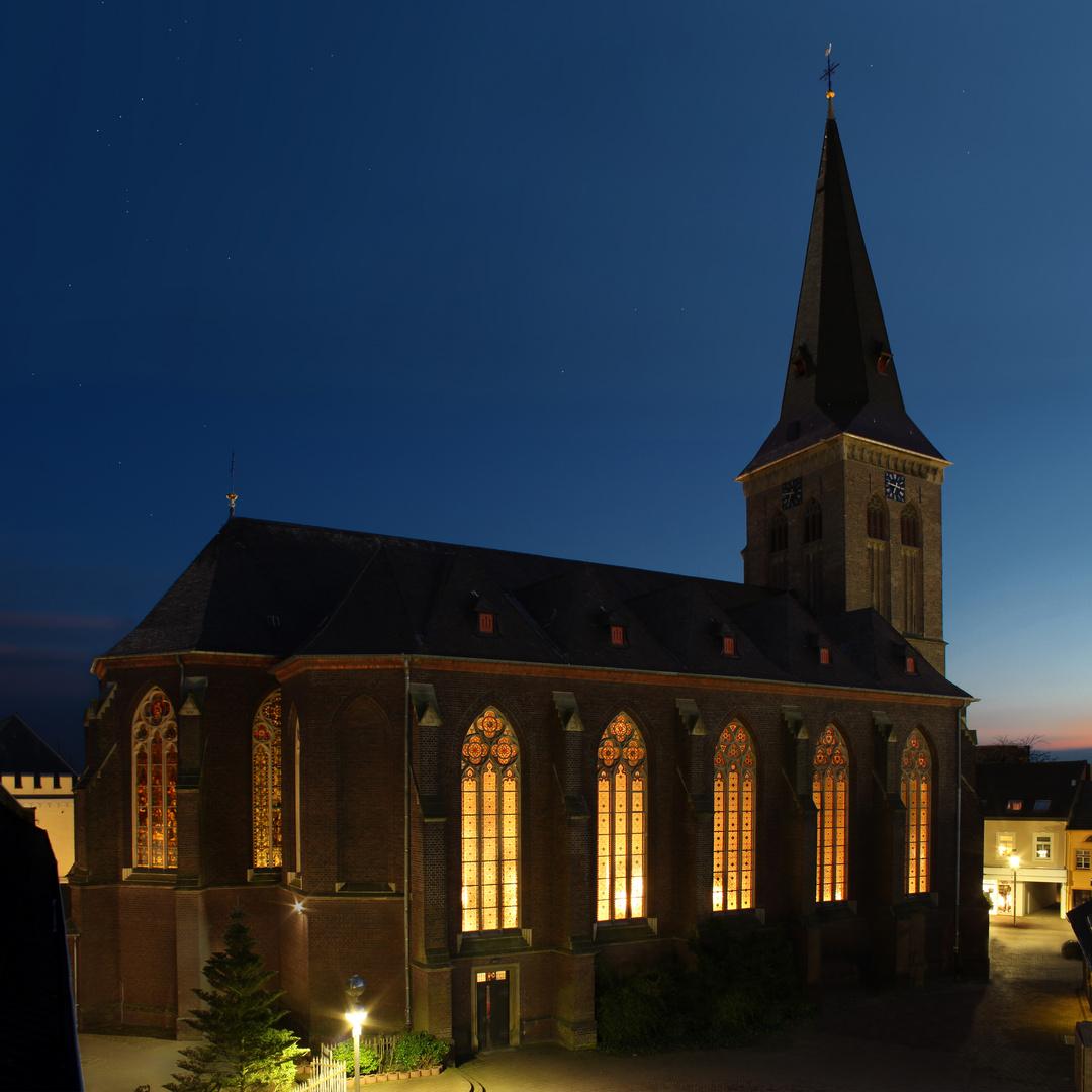 ''Lass mal die Kirche im Dorf''