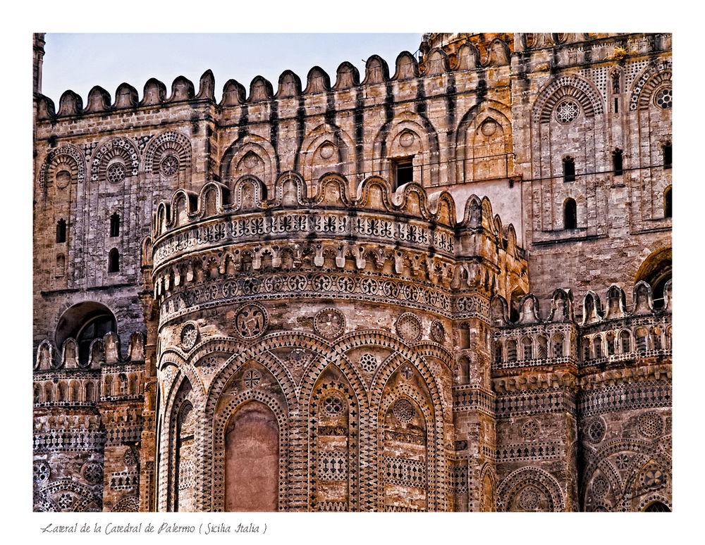 Lateral de la Catedral de Palermo ( Sicilia Italia )