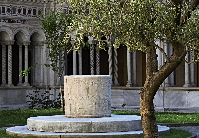Lateran-Basilika Kreuzgang / Brunnen
