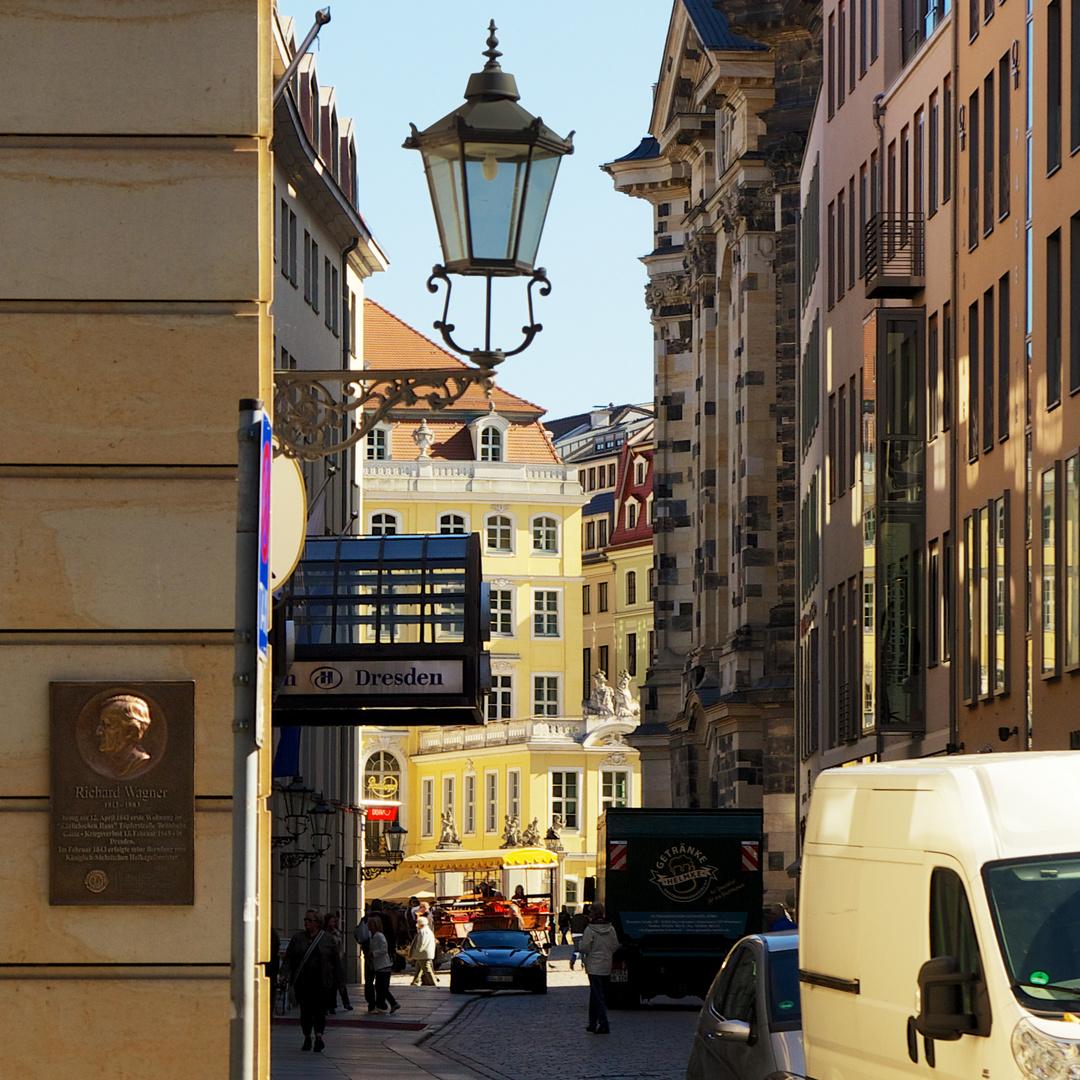 Laterne (12) über Hilton und Wagner