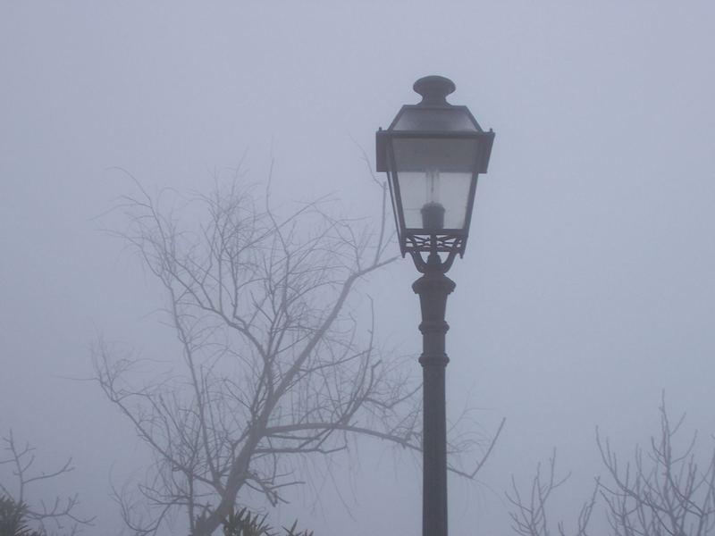 Laterne im Nebbel