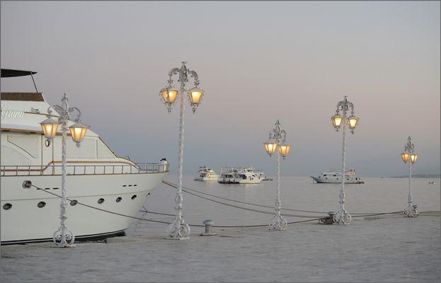 Laternen im Hafen