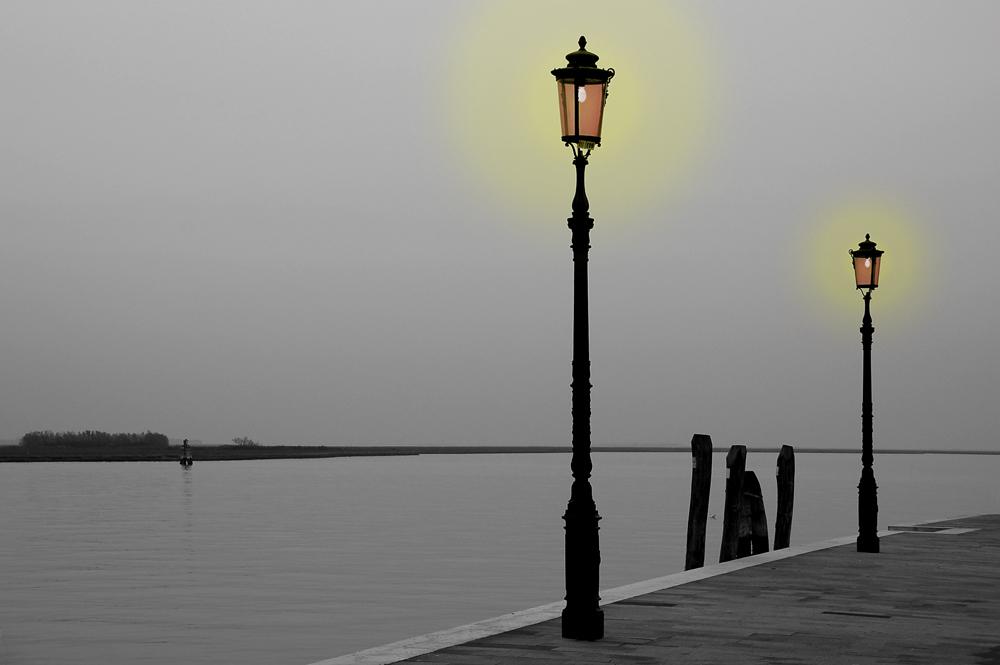 Laternen im Nebel