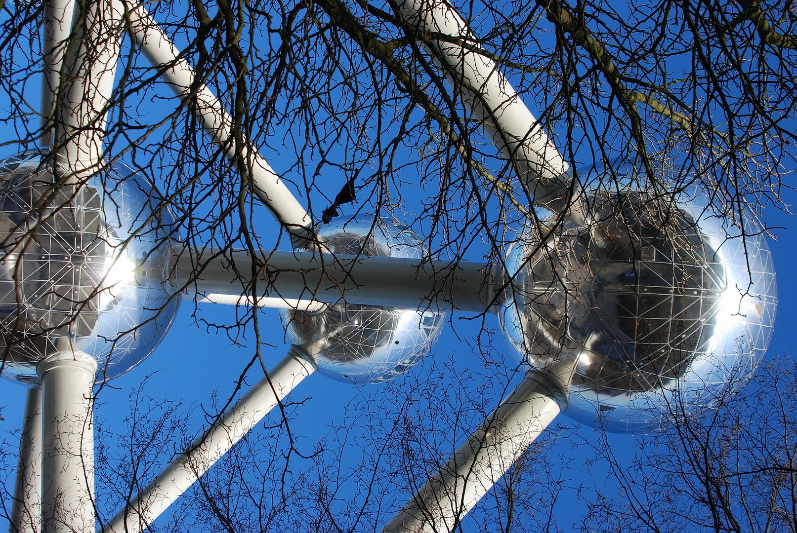 L'atomium par une glaciale journée d'hiver