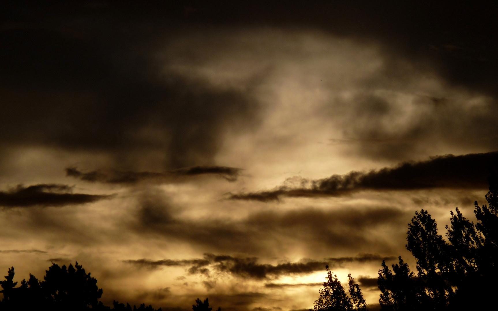 À l'aube d'un dimanche pluvieux.