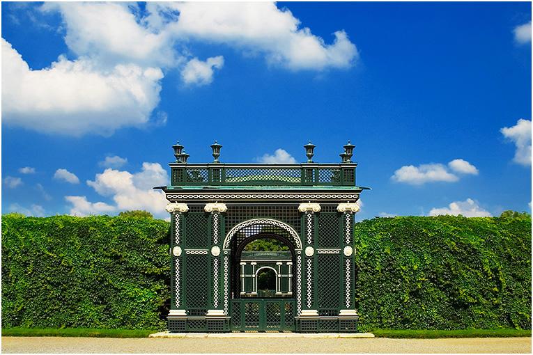 Laubengang im Park Schönbrunn