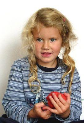Laura mit Knete