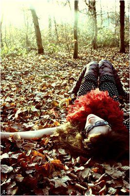 Lauren Dans les feuilles