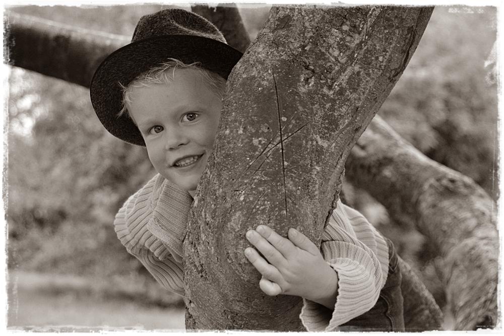 Lausbuben müssen auf Bäume klettern...