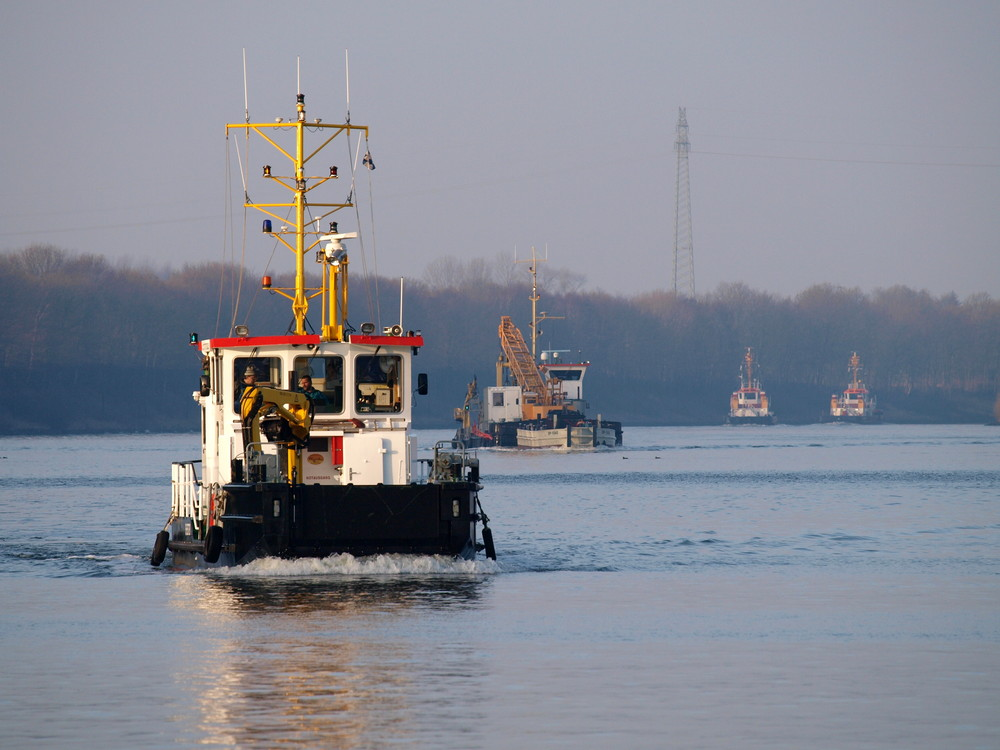 Lauter Hilfsschiffe auf dem Nord-Ostsee-Kanal