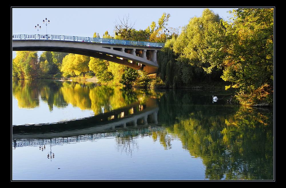L'automne s'invite sur la Marne .