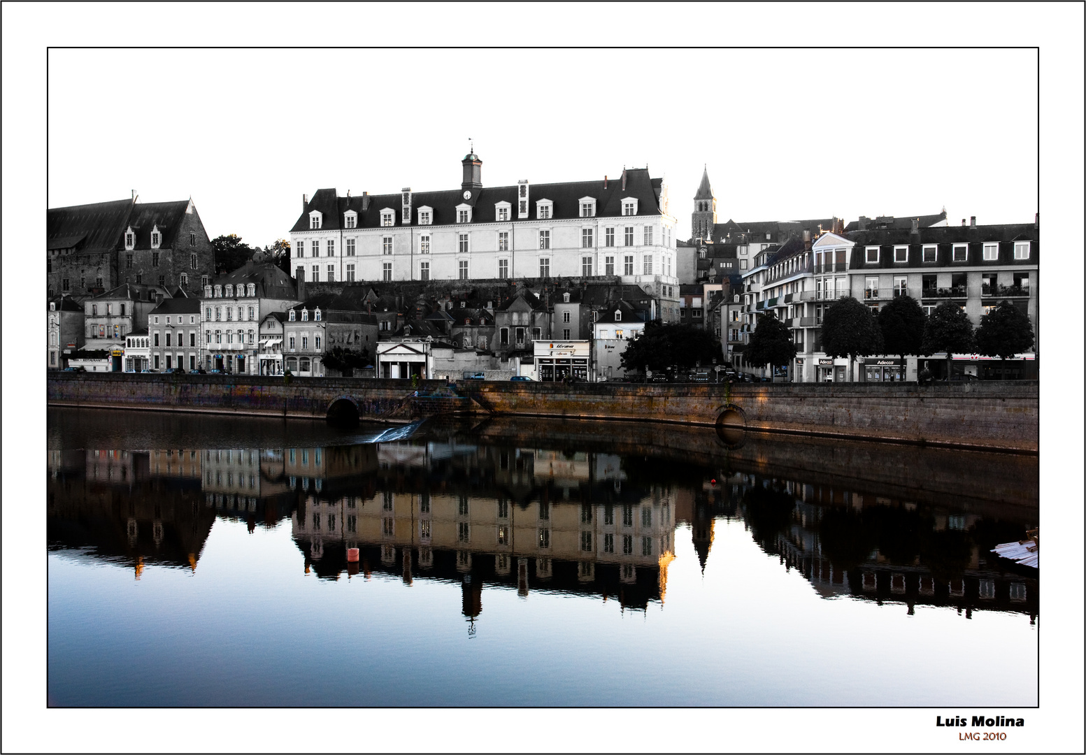 Laval . Francia. Rio Mayenne