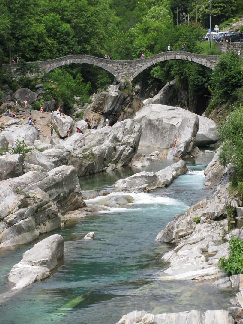 Lavertezzo val verzasca ponte dei salti foto immagini for Foto di ponti su case