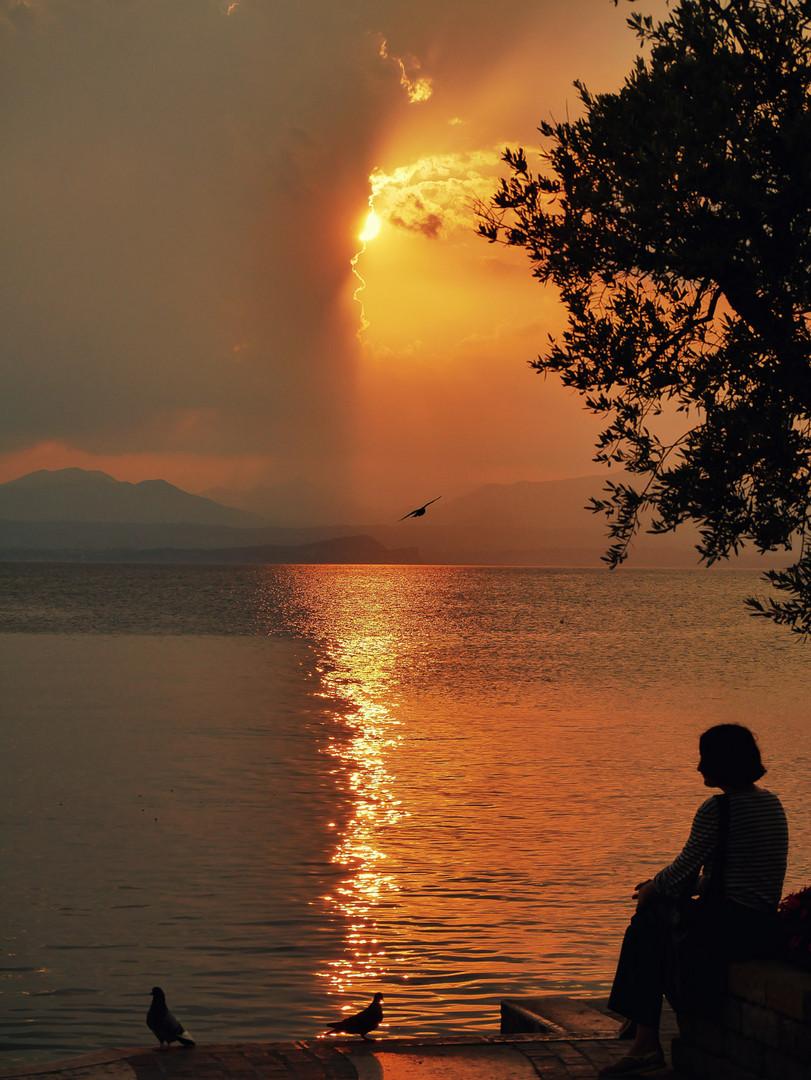 Lazise Sunset mit Frau