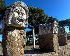 Le 3 maschere del teatro romano di Ostia Antica