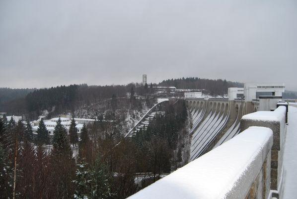 Le barage sous la neige - Die talsperre im schnee