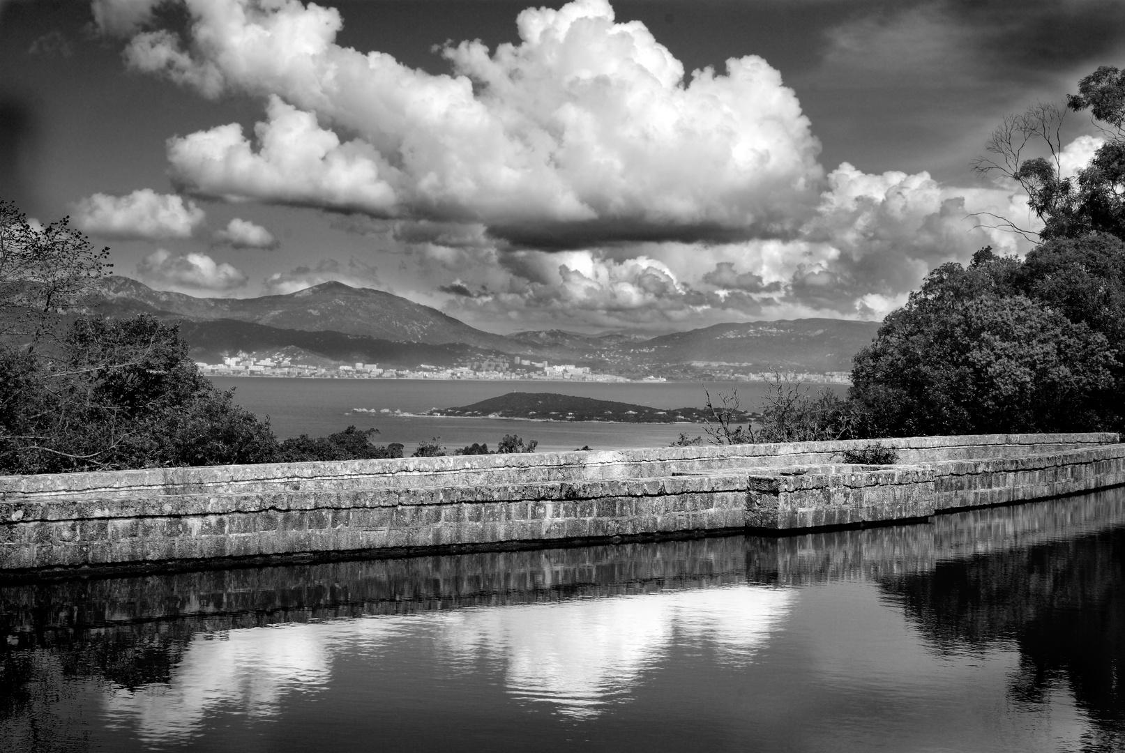 Le barrage des forçats au pénitencier de Coti Chiavari