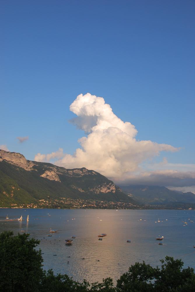le beau lac d'Annecy