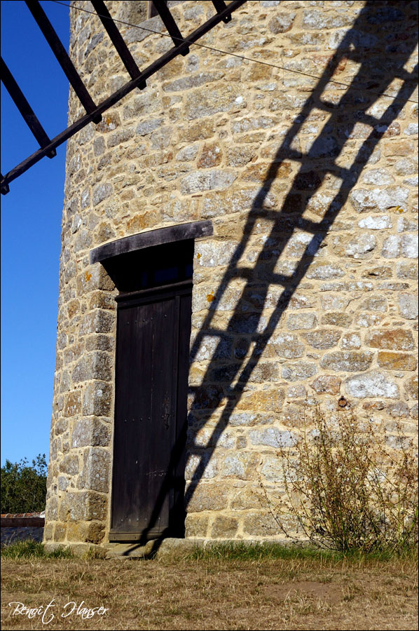 Le bras du moulin et son ombre
