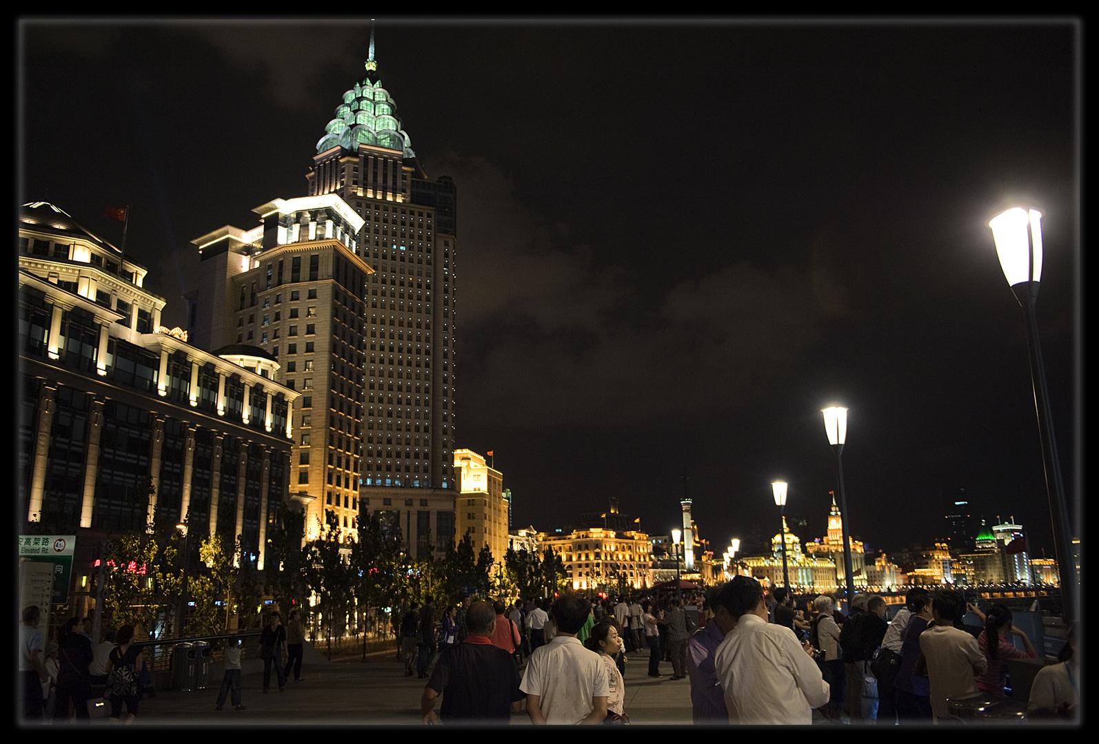 Le Bund by night