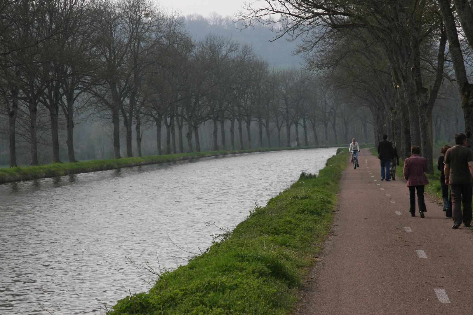 Le canal à Langres (Bourgogne)