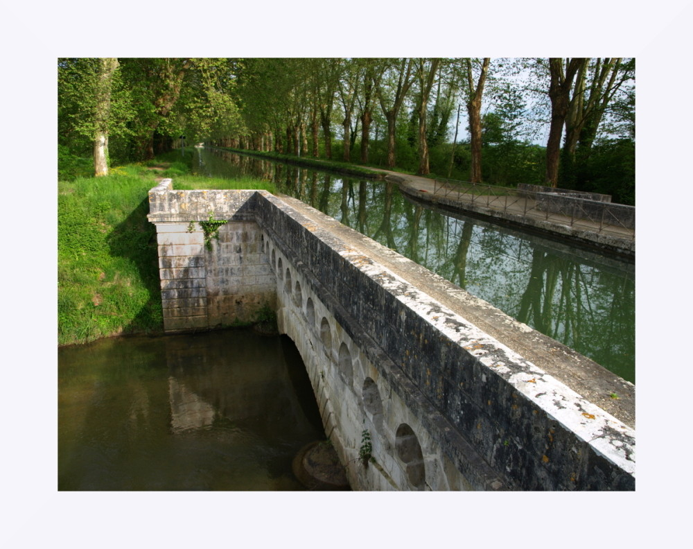 Le canal des deux mers en Aquitaine (près de Marmande)