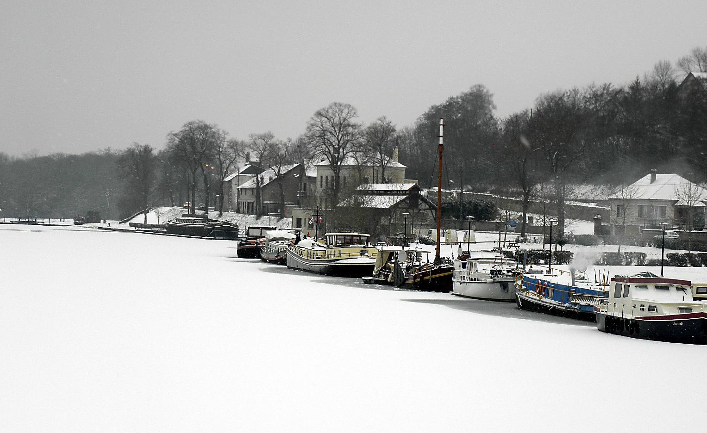 le canal sous la neige