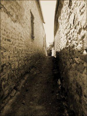 """""""Le chemin étroit mènent à la vie et il y en a peu qui le trouvent."""""""