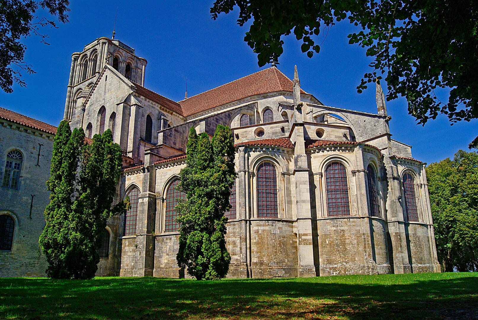 le chevet de la basilique sainte madeleine de vezelay