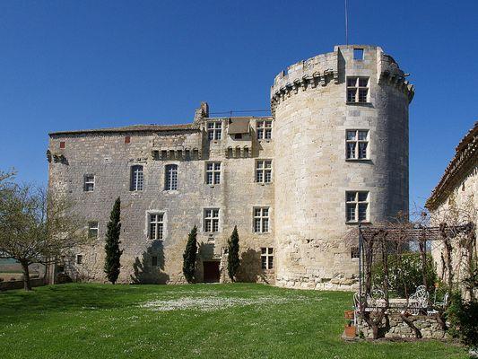 Le Château de Flamarens  (XIIIe-XVe-XVIe)  --  Das Schloß von Flamarens (13.  14. 16. Jahrhunderte)