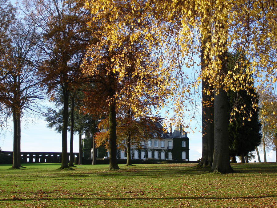 Le château de La Hulpe en automne