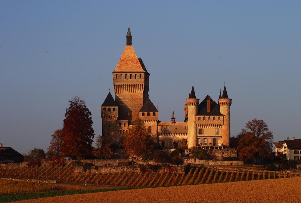Le Château de Vufflens un soir d'automne