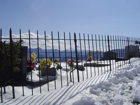 Le cimetierre sous la neige.