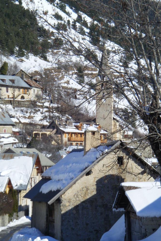 Le clocher de l'Eglise de Réallon Hautes Alpes)