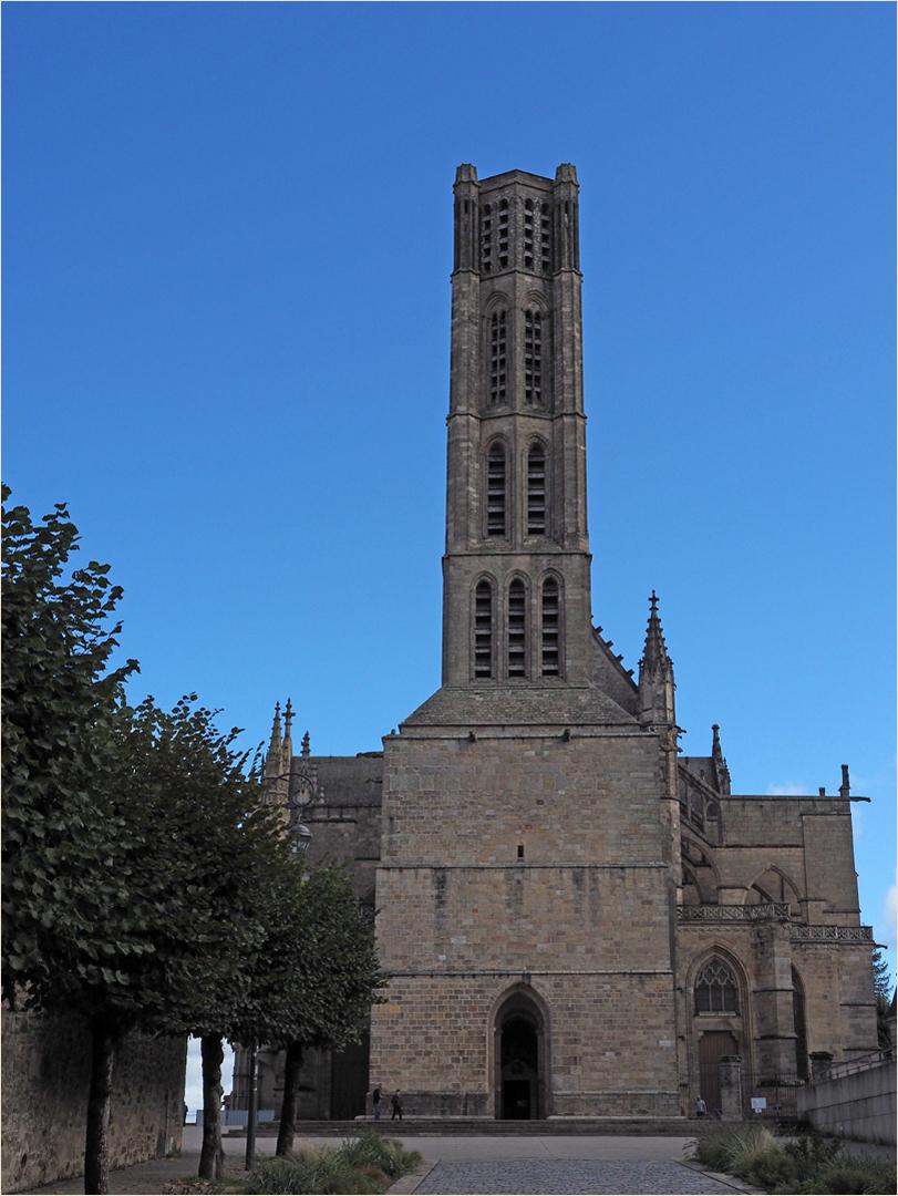 Le clocher roman de la Cathédrale St-Etienne  -- Limoges