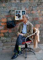Le coiffeur ... dans la rue