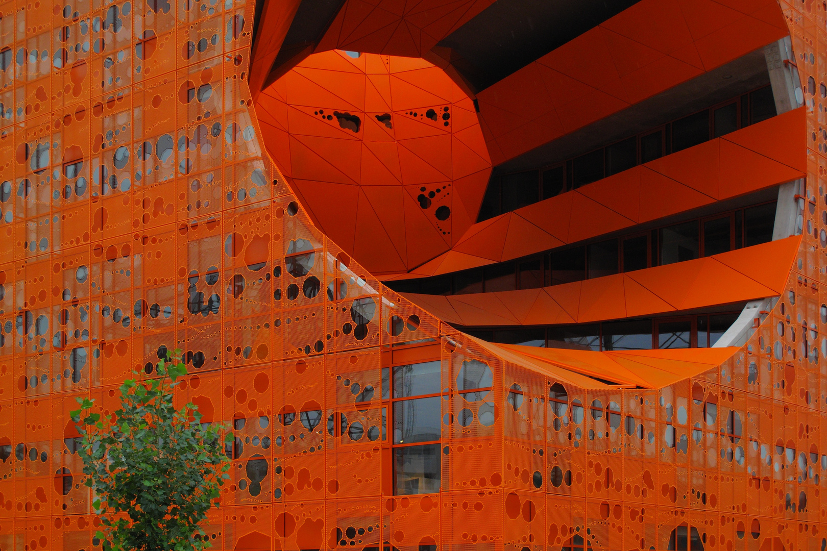 Le cube orange du quartier de La Confluence.