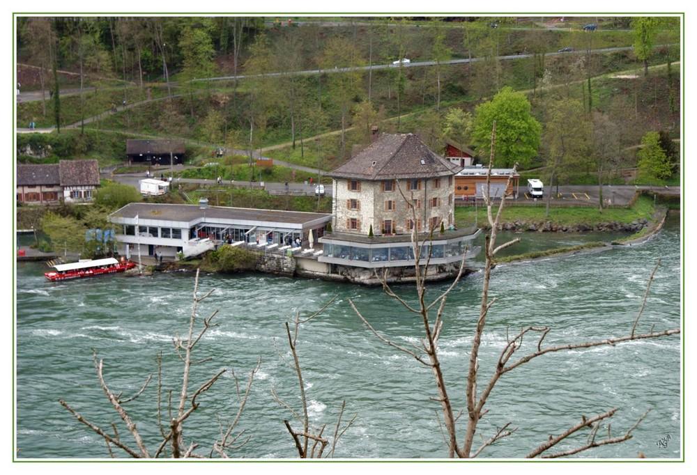 le départ en bateau pour les chutes du Rhin